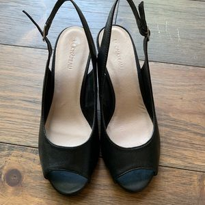 NWOT Sling back wedge by Le Chateau